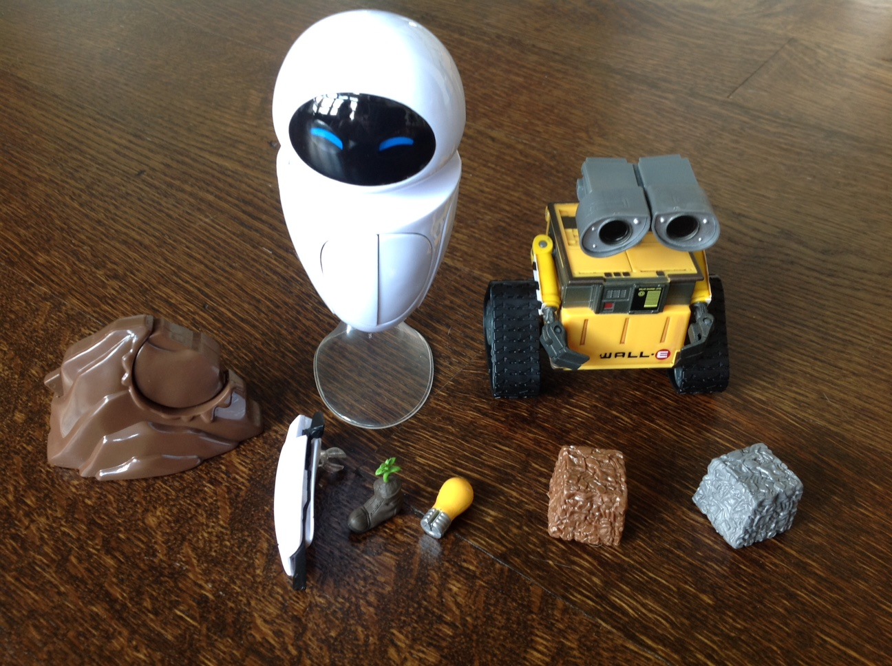 Thinkway Toys Deluxe WALL-E and EVE Figures Review